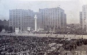 Concentración de nazis en la Plaza Bulnes de Santiago