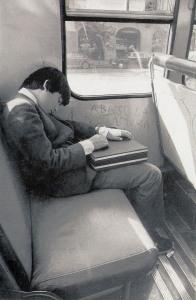 niñod dormido en micro